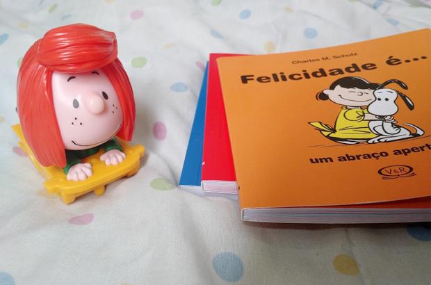 peanuts livros e toys - colorindo nuvens