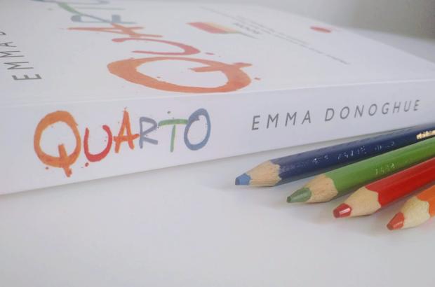 Quarto - Emma Donoghue colorindo nuvens