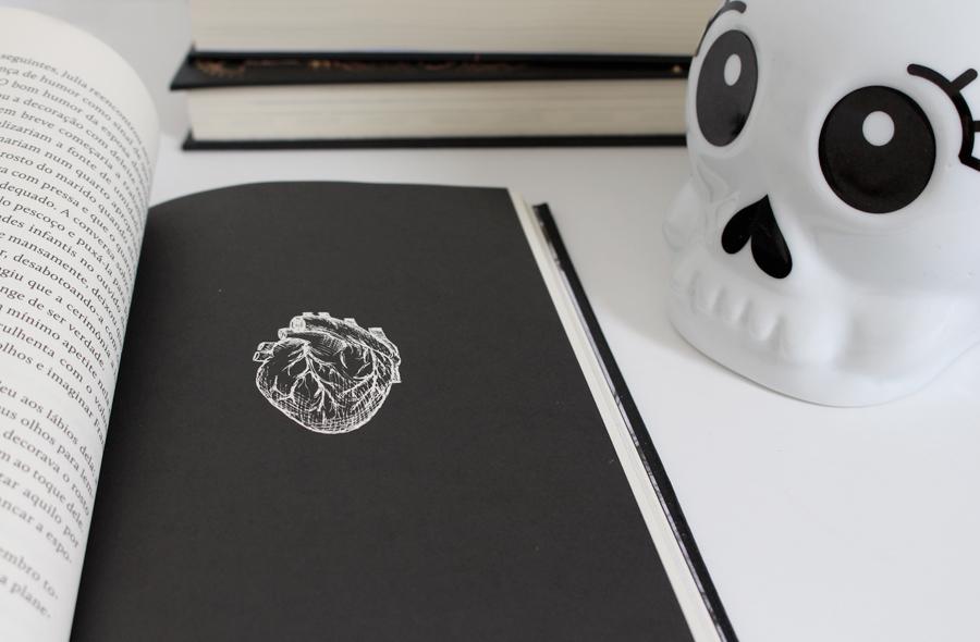 Resenha de livro Hellraiser Darkside books