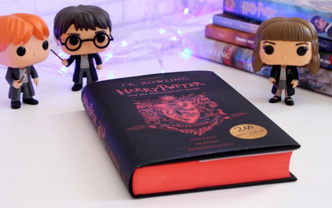 Livro Harry Potter e a Pedra Filosofal Edição Especial 20 anos Grifinória