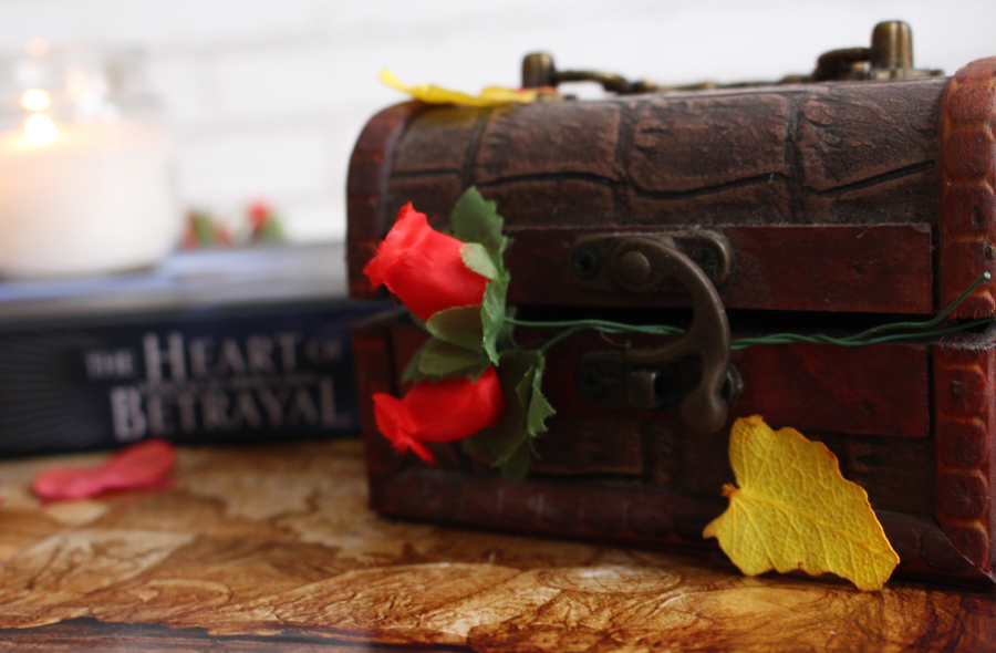 Resenha de Livro The Heart of Betrayal Crônicas de Amor e Ódio Darkside Books