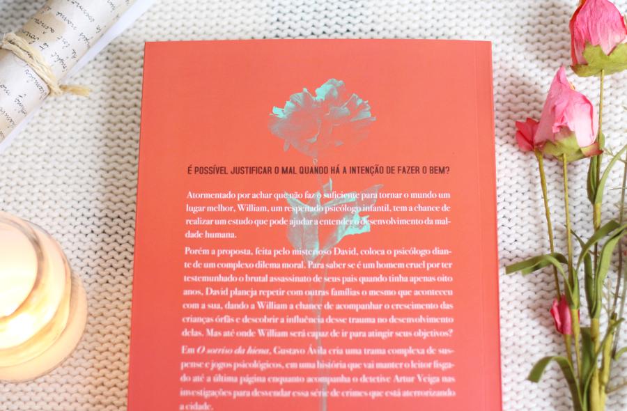 Resenha de Livro Sorriso da Hiena Gustavo Avila