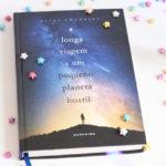 Resenha do Livro A Longa Viagem a um Pequeno Planeta Hostil Becky Chambers Darkside Books