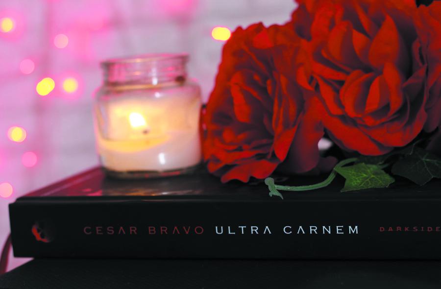 Livro Ultra Carnem Cesar Bravo Darkside Books