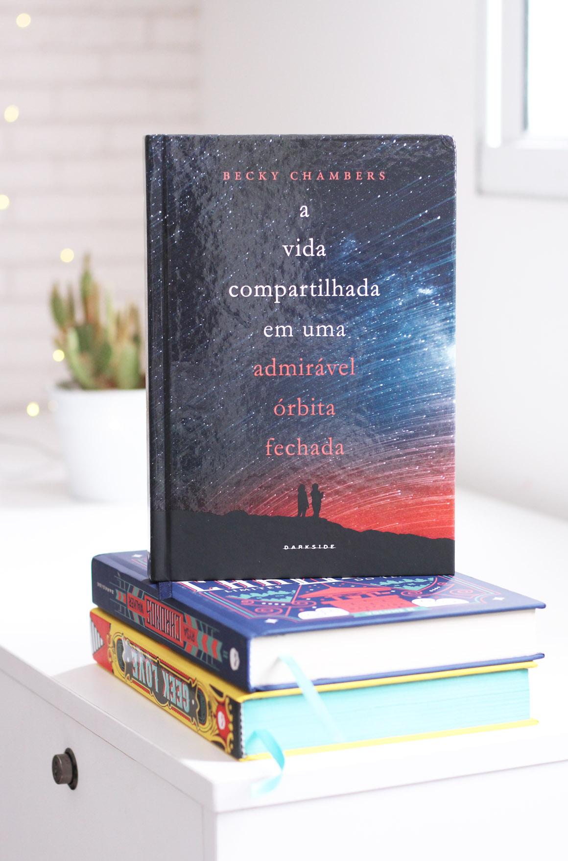 A Vida Compartilhada em uma Admiravel Orbita Fechada Darkside books