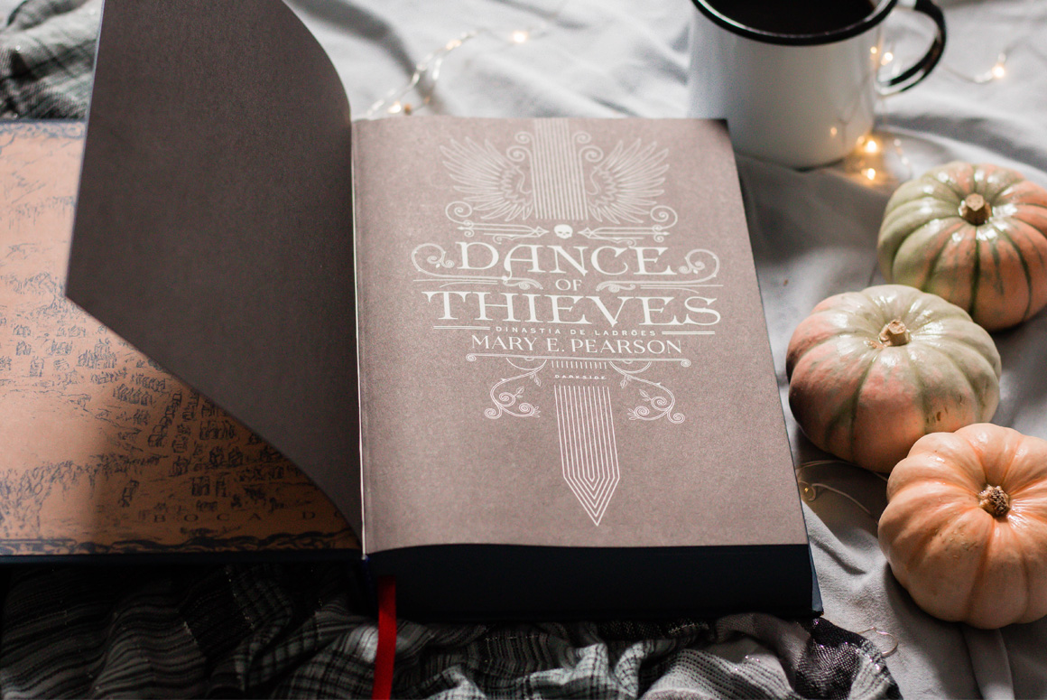 Resenha de livro Dance of thieves darkside books